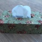 Caja de pañuelos en cartonaje