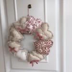 Corona de corazones de patchwork de navidad