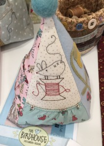 alfiletero en patchwork The Bird Hose de Natalie Bird