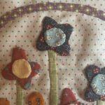 Cesta con flores de patchwork